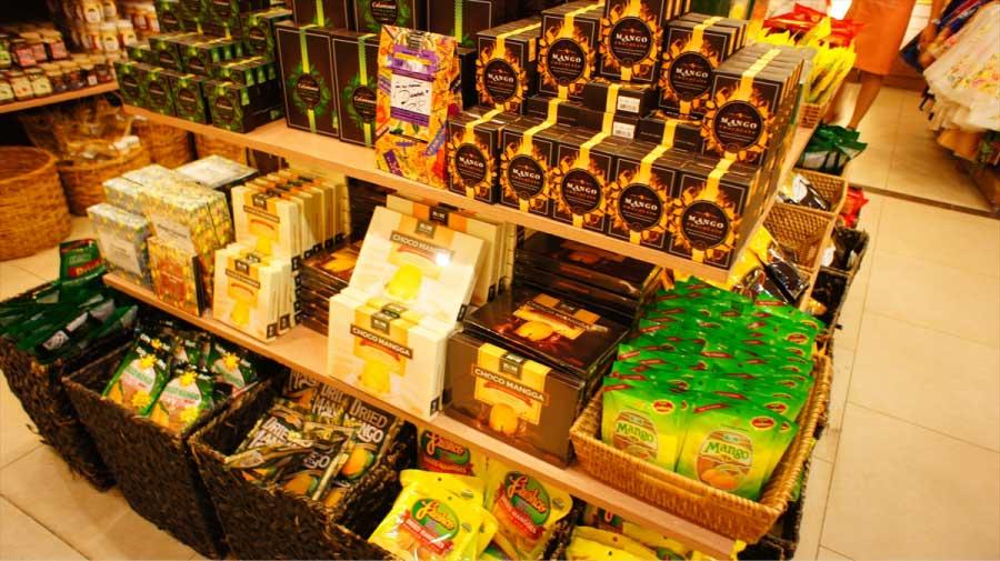 セブのお土産にチョコレートでコーティングしたマンゴーも流行りです