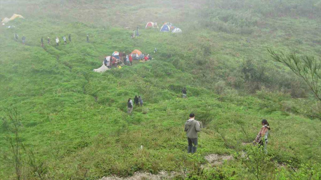 セブのオスメニアピーク山頂でキャンプ