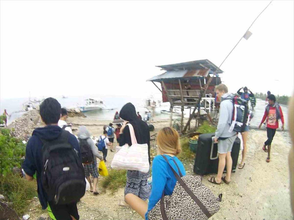 マラパスクア島行きのバンカーボート
