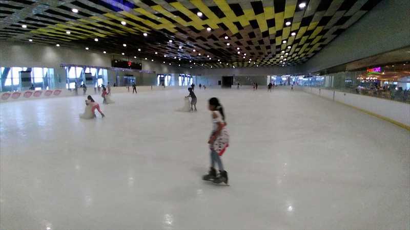 SMシーサイドでアイススケート